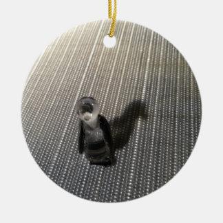 Ornamento De Cerâmica Pinguim da sombra