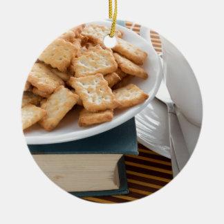 Ornamento De Cerâmica Placa com biscoitos e copo do chá
