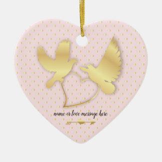 Ornamento De Cerâmica Pombas douradas com um coração dourado, amor