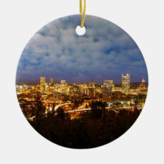 Ornamento De Cerâmica Portland OU arquitectura da cidade na hora azul