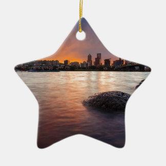Ornamento De Cerâmica Portland OU skyline ao longo do por do sol do rio