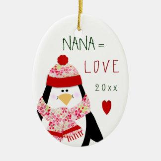 Ornamento De Cerâmica Presente do Natal do pinguim de NANA do amor