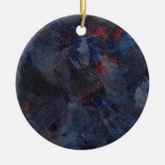 Ornamento De Cerâmica Preto e branco no fundo azul e vermelho