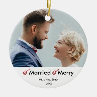 Ornamento De Cerâmica Primeira do Natal foto casada casado e da feliz  