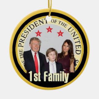 Ornamento De Cerâmica Primeira família do TRUNFO