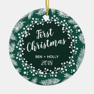Ornamento De Cerâmica Primeiro Evergreen do casamento do Natal