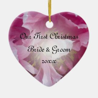 Ornamento De Cerâmica Primeiro Natal da peônia cor-de-rosa junto