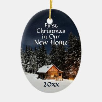 Ornamento De Cerâmica Primeiro Natal na cabine rústica nova do país de
