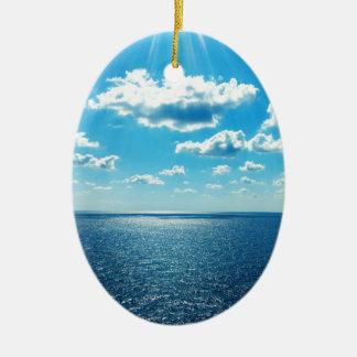 Ornamento De Cerâmica Raios sobre o mar