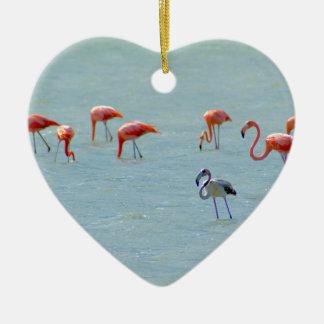 Ornamento De Cerâmica Rebanho cinzento e cor-de-rosa dos flamingos no