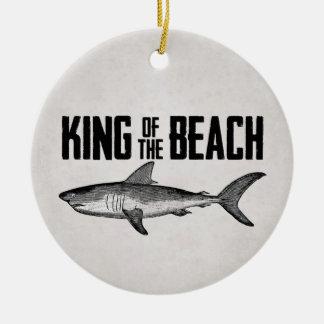 Ornamento De Cerâmica Rei personalizado da praia do tubarão do vintage