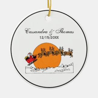 Ornamento De Cerâmica Rena do papai noel sobre a lua coberto de neve da