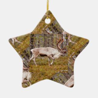 Ornamento De Cerâmica Rena que anda na floresta