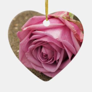 Ornamento De Cerâmica Rosa do rosa
