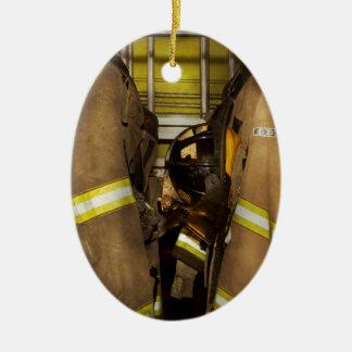 Ornamento De Cerâmica Sapador-bombeiro - engrenagem do depósito