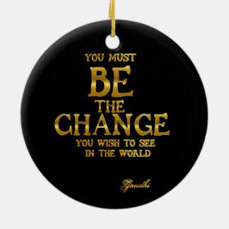 Ornamento De Cerâmica Seja a mudança - citações inspiradas da ação de