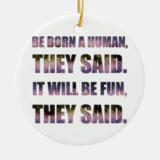 Ornamento De Cerâmica Seja nascido um ser humano, disseram