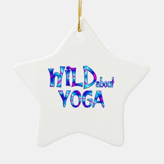 Ornamento De Cerâmica Selvagem sobre a ioga