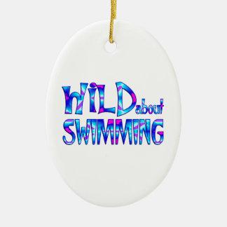Ornamento De Cerâmica Selvagem sobre a natação