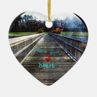 Ornamento De Cerâmica Siga seu coração através da ponte na luz