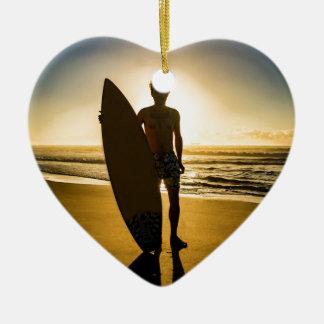 Ornamento De Cerâmica Silhueta do surfista durante o nascer do sol