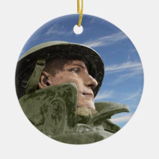 Ornamento De Cerâmica Soldado WW1 no casaco do capacete e de trincheira