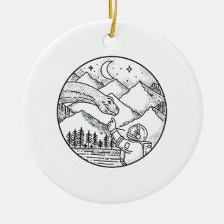 Ornamento De Cerâmica Tatuagem do círculo da montanha do astronauta do