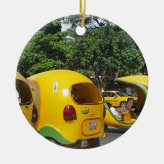 Ornamento De Cerâmica Táxis amarelos brilhantes dos Cocos do