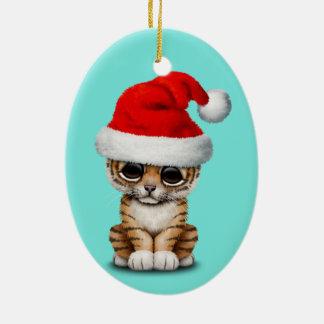 Ornamento De Cerâmica Tigre Cub bonito que veste um chapéu do papai noel