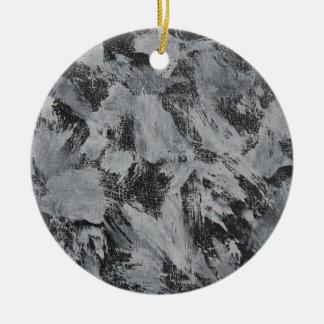 Ornamento De Cerâmica Tinta branca no fundo preto #5