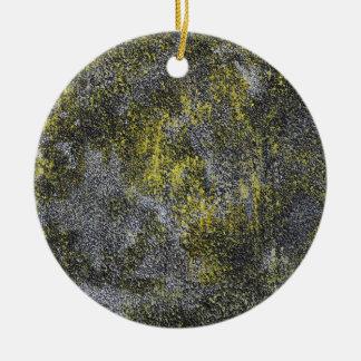 Ornamento De Cerâmica Tinta preto e branco no fundo amarelo