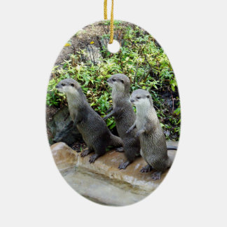 Ornamento De Cerâmica Três lontras eretas sábias,
