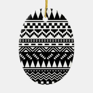 Ornamento De Cerâmica Tribal asteca preto e branco