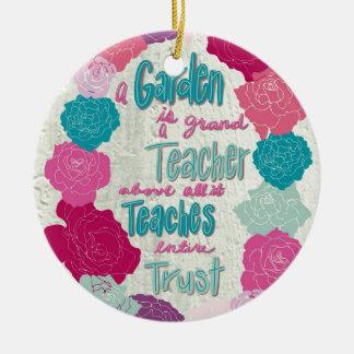 Ornamento De Cerâmica Um jardim é um professor