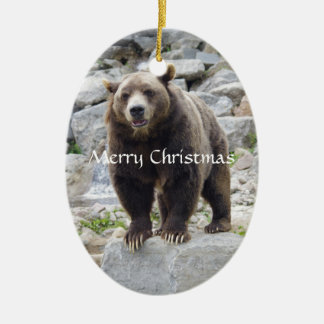Ornamento De Cerâmica Urso de Kodiak que está em uma rocha