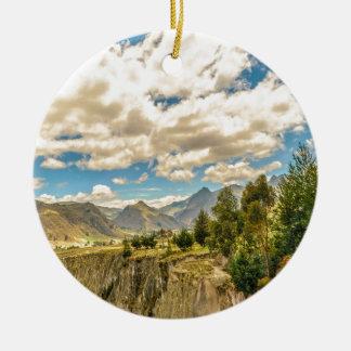 Ornamento De Cerâmica Vale e montanhas Latacunga Equador da escala de