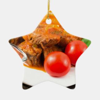 Ornamento De Cerâmica Veja o fim-acima em uma refeição do guisado de