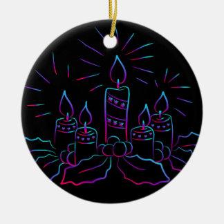Ornamento De Cerâmica Velas, azevinho e bagas Multi-Coloridos no preto