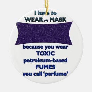 Ornamento De Cerâmica Vestindo uma máscara porque