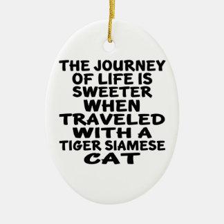 Ornamento De Cerâmica Viajado com o gato siamese do tigre