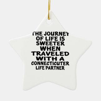 Ornamento De Cerâmica Viajado com um sócio da vida de Connecticuter