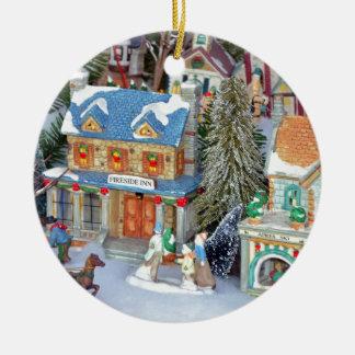 Ornamento De Cerâmica Vila diminuta do Natal
