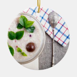 Ornamento De Cerâmica Vista superior de um prato saudável da farinha de