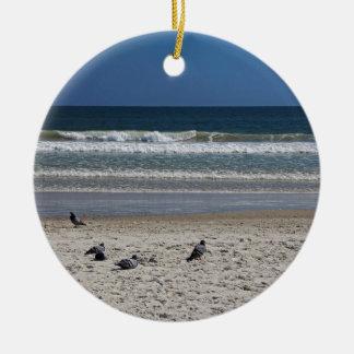 Ornamento De Cerâmica Watchin o rolo da maré afastado