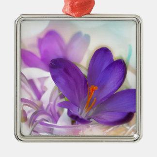 Ornamento De Metal Açafrão e lírio do arranjo floral de vale.