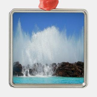 Ornamento De Metal Água que bate rochas em Ilhas Canárias