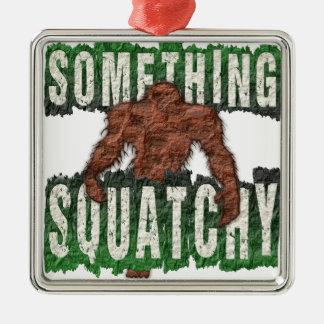 Ornamento De Metal Algo Squatchy