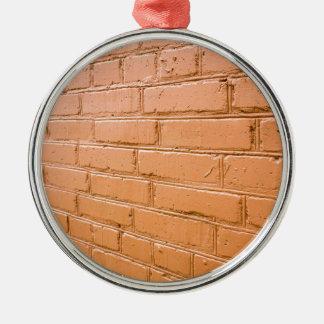 Ornamento De Metal Ângulo de vista na parede de tijolo vermelho