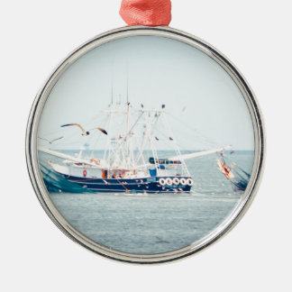 Ornamento De Metal Barco azul do camarão no oceano