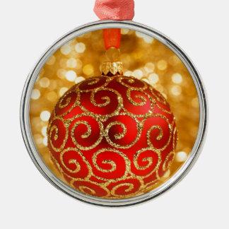 Ornamento De Metal Bauble vermelho do Natal no ouro